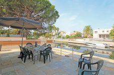 Villa en Empuriabrava - 0031-TER Casa al canal con piscina, amarre y estudio