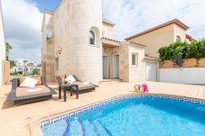 Villa en Empuriabrava - 0009-ALBERES Casa al canal con piscina y amarre