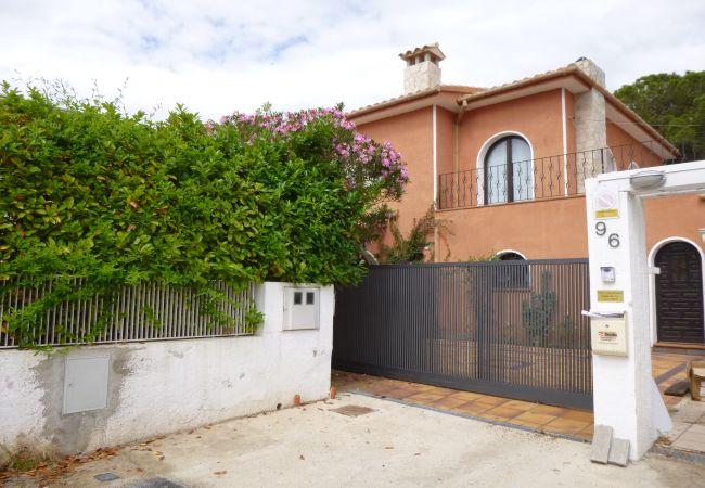 Villa en Empuriabrava - 0003-REQUESENS  Casa al canal con amarre y piscina