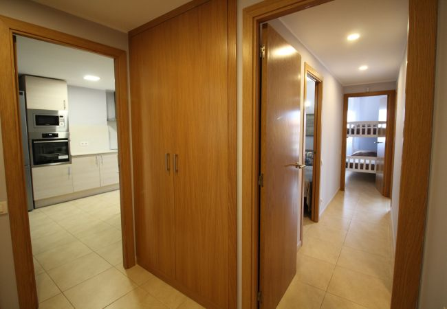 Apartamento en Empuriabrava - 0004-CRISTALL MAR Apartamento con piscina comunitaria y vista al mar
