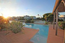 Villa in Empuriabrava - 0002-FLUVIA Haus am Kanal mit Pool und Liegeplatz
