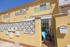 Villa in Empuriabrava - 0152-PUIGMAL Modern house for 6 people