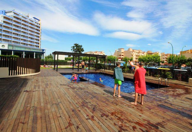 Apartament en Empuriabrava - 0004-CRISTALL MAR Apartament amb piscina comunitaria i vistes al mar