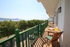 Апартаменты на Эмпуриабра / Empuriabrava - 0148-PORT DUCAL Квартира с террасой, видом на море и Wi-Fi.