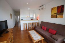 Апартаменты на Эмпуриабра / Empuriabrava - 0021-BAHIA квартира напротив пляжа с беспроводным доступом в Интернет